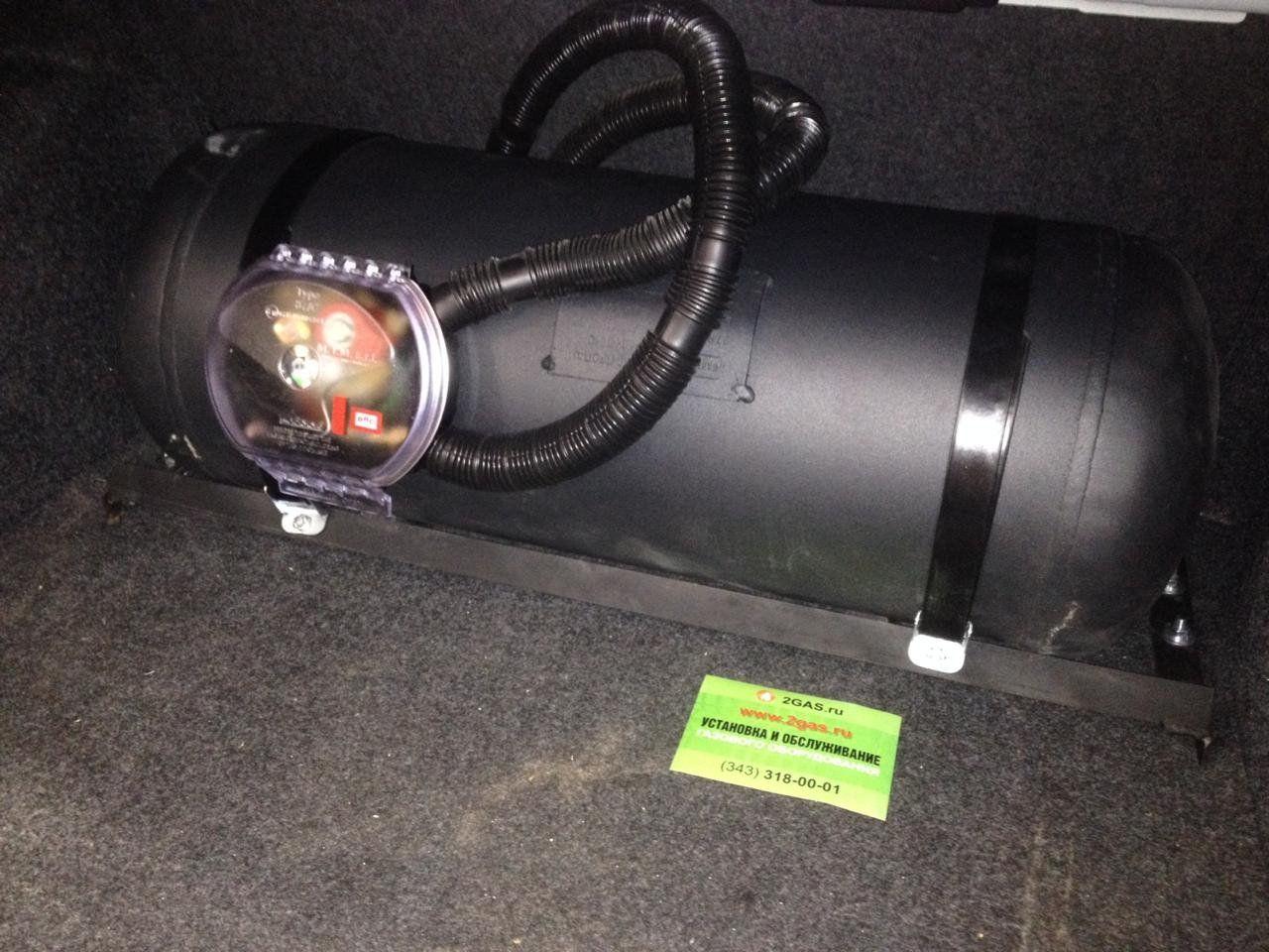 Цилиндрический баллон 60 л (315х863 мм) с мультиклапаном класса Европа 2, с запорным электроклапаном, пожарным клапаном и электронным датчиком уровня топлива  (на месте запасного колеса)
