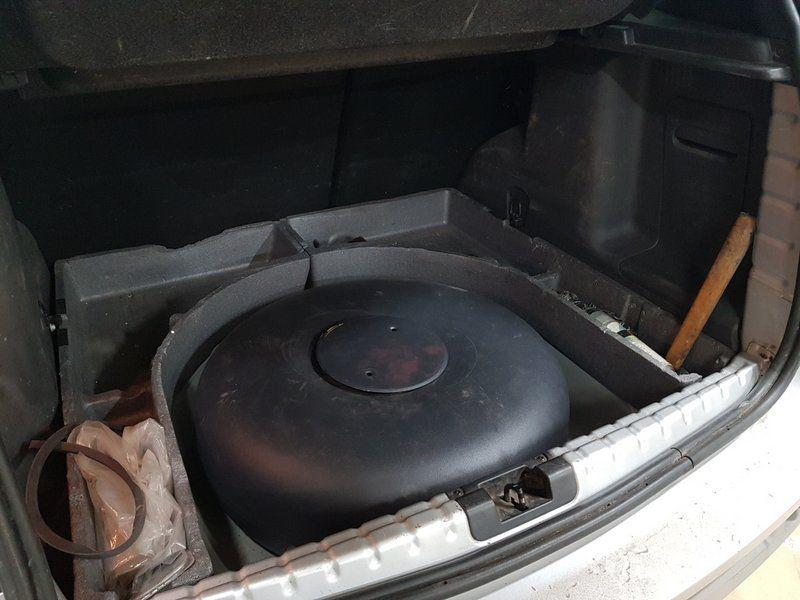 Тороидальный баллон 55 л (650х225 мм) с мультиклапаном класса Европа 2, с запорным электроклапаном, пожарным клапаном и электронным датчиком уровня топлива  (на месте запасного колеса)