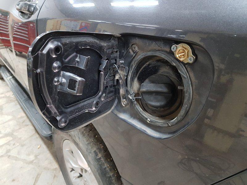 ВЗУ под лючком бензобака
