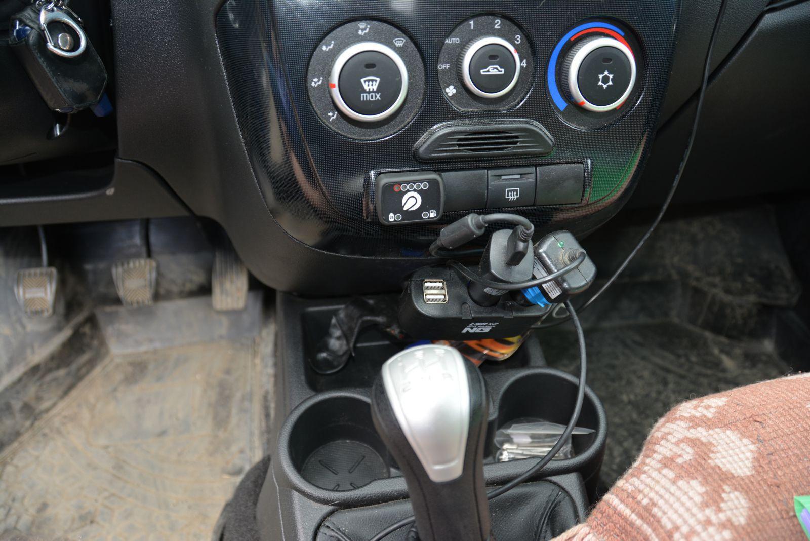 Кнопка переключения газ/бензин установлена в салон автомобиля