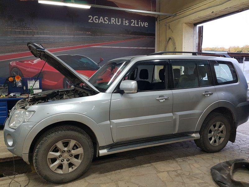 Mitsubishi Pajero IV (рестайлинг), 6-цилиндровый,V-образный, объем 3.0 л (178 л.с.)