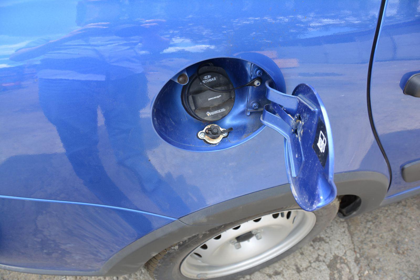 Заправочное устройство установлено в лючок бензобака